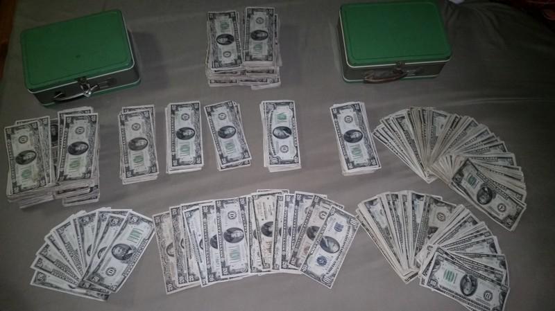 se encuentra 2 cajas de laton repletas de dinero en el sotano de su casa 15