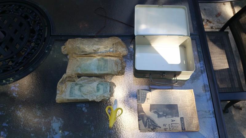 se encuentra 2 cajas de laton repletas de dinero en el sotano de su casa 7