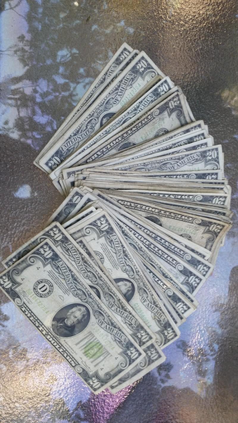se encuentra 2 cajas de laton repletas de dinero en el sotano de su casa 8