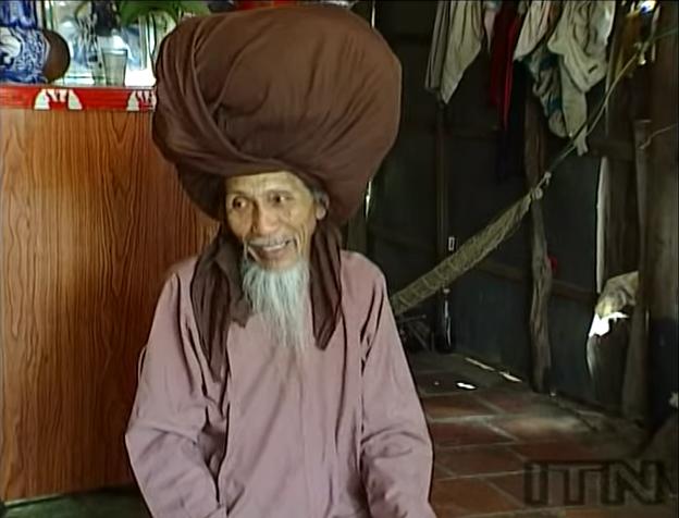 senor que no se ha cortado el pelo en 50 anos 1