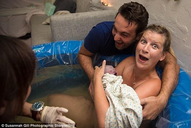 La cara de sorpresa de una madre cuando descubre que su bebe es nino 3