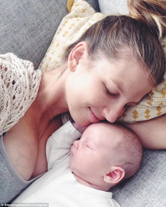 La cara de sorpresa de una madre cuando descubre que su bebe es nino 7