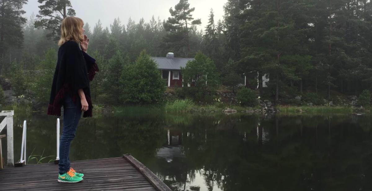 asa larson cantando kulning y llamando a un cisne