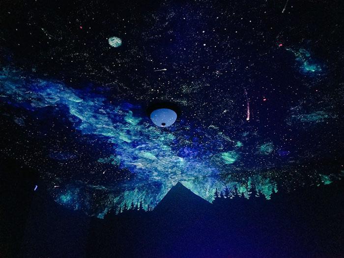 crispy young wilson pinta una galaxia en la habitacion de un crio 2