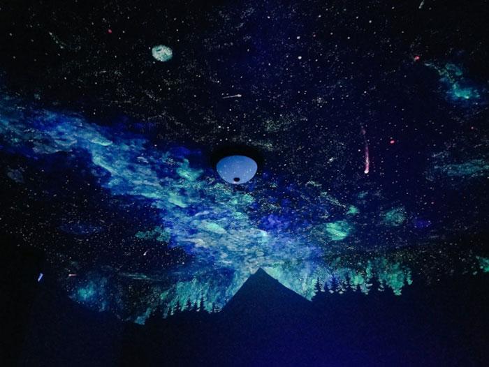 crispy young wilson pinta una galaxia en la habitacion de un crio 9