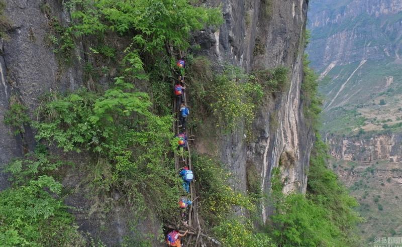 el-peligroso-camino-al-colegio-de-los-ninos-de-un-pueblo-chino-2