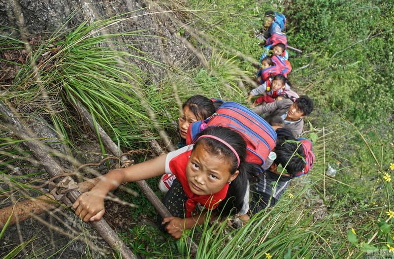 el peligroso camino al colegio de los ninos de un pueblo chino 3
