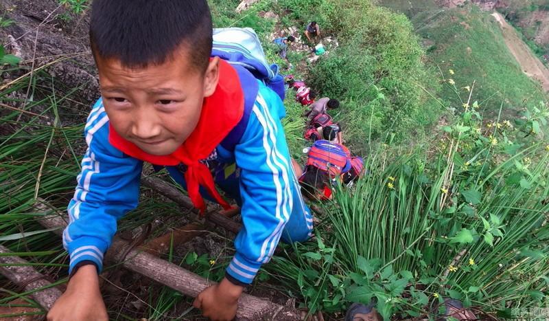 el peligroso camino al colegio de los ninos de un pueblo chino 4