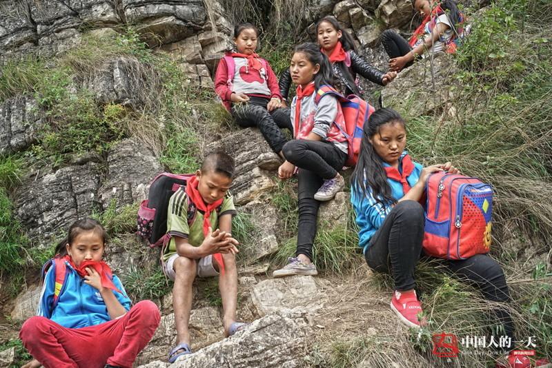 el peligroso camino al colegio de los ninos de un pueblo chino 9