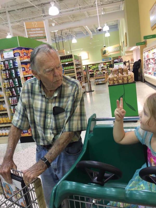 encuentro abuelo supermercado 3
