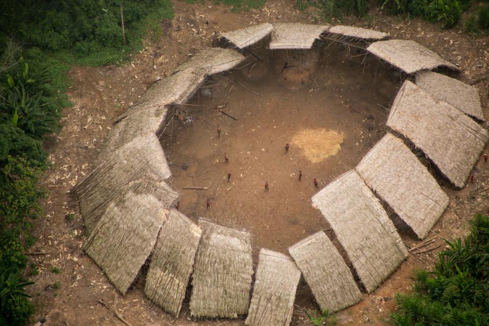 fotos de una tribu aislada del amazonas 1