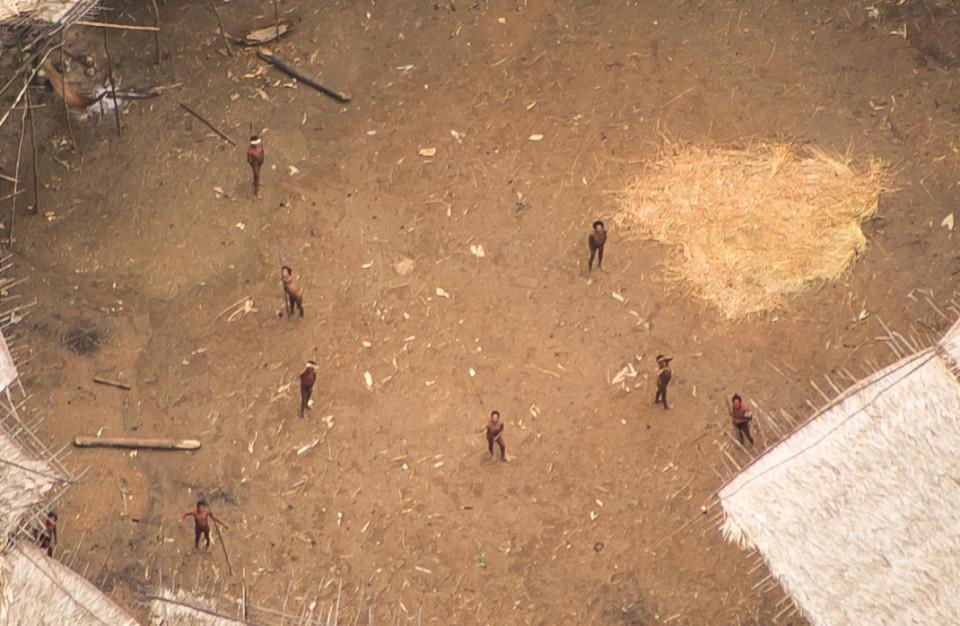 fotos de una tribu aislada del amazonas 2