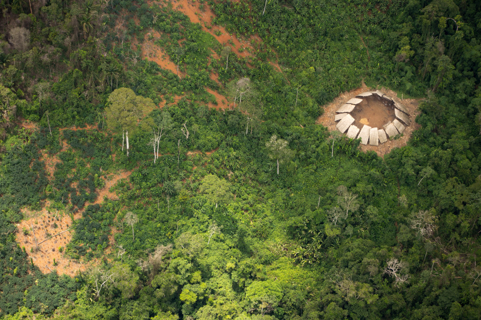 fotos de una tribu aislada del amazonas 6