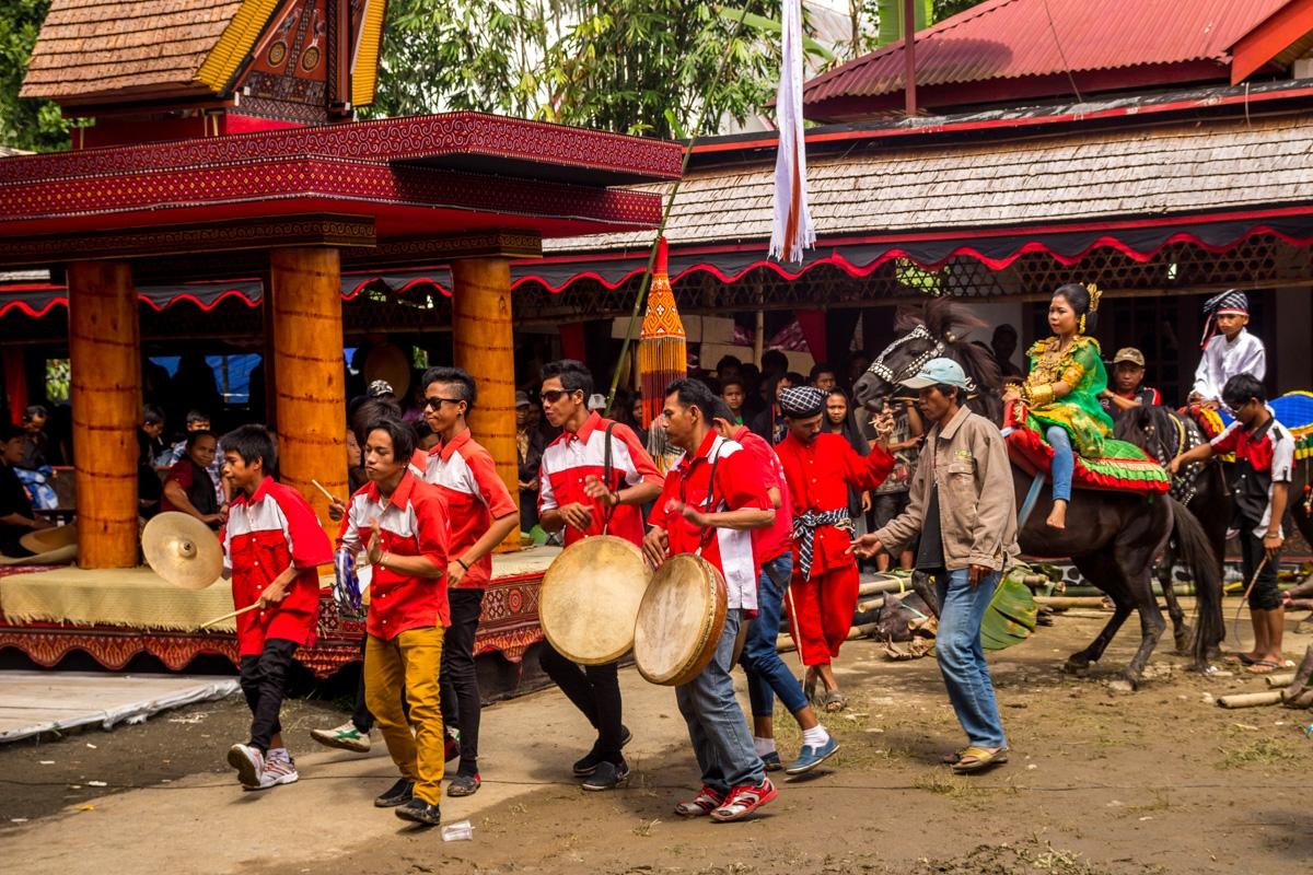 Los funerales en Tana Toraja congregan a todo el pueblo / micasaesredonda