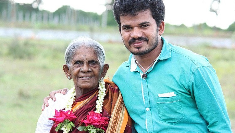 Saalumarada Thimmakka, de 105 años, y su hijo adoptivo, Sri Umesh