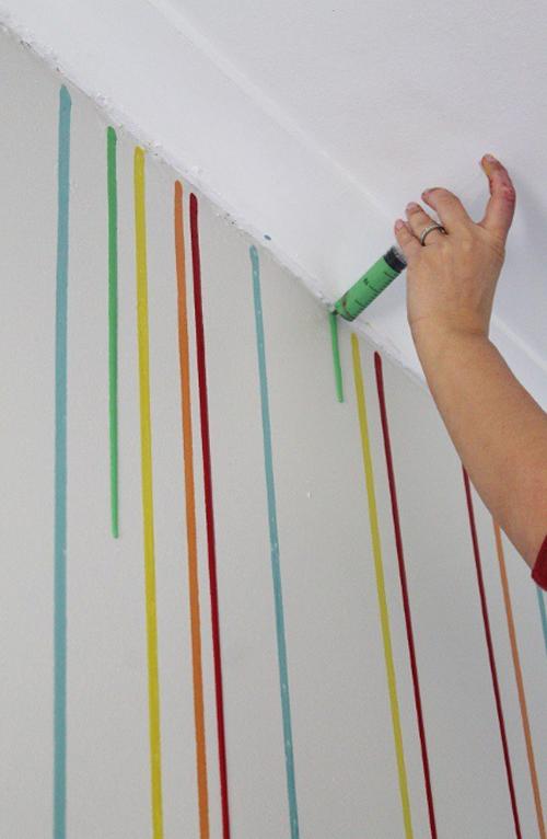 para este proyecto no hay que diluir la pintura en aguarrs veris que la pintura cuando chorrea por la pared describe una lnea recta