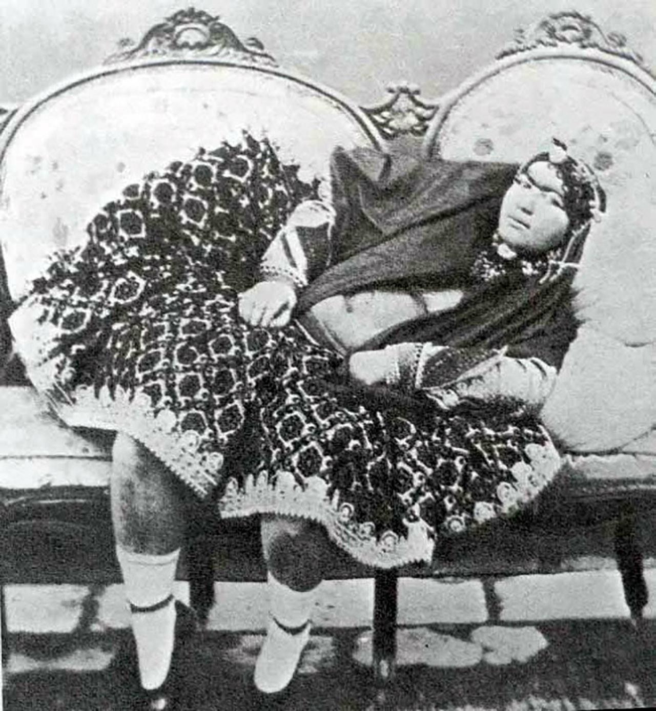 100 concubinas del harén del sah de Persia en el s. XIX