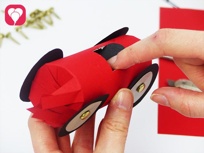 coches con tubos de cartón