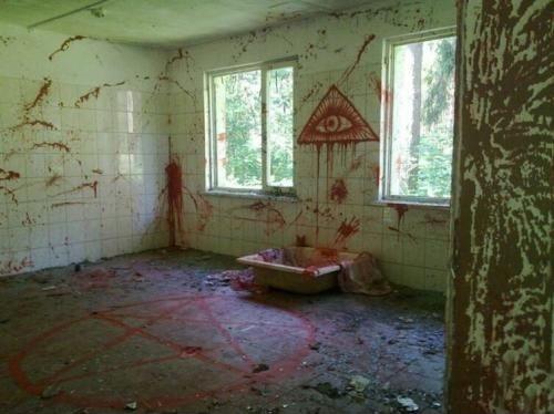 casas horribles, religión