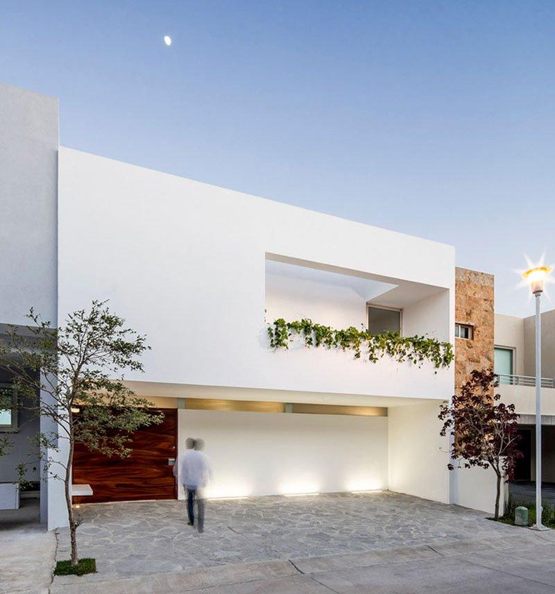 Fachada de casa minimalista con flores