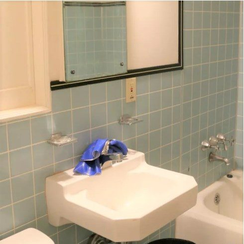 baño con lavamanos