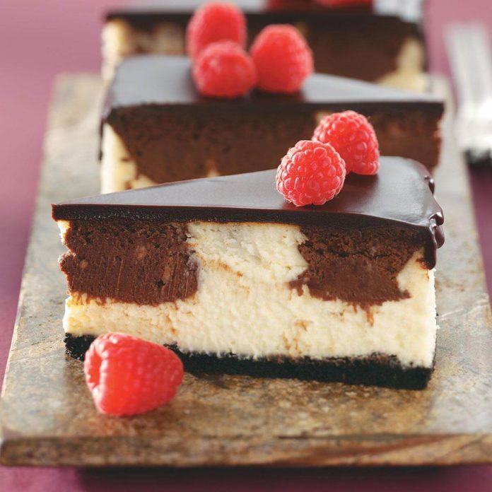 Tarta de queso con chocolate y frambuesa