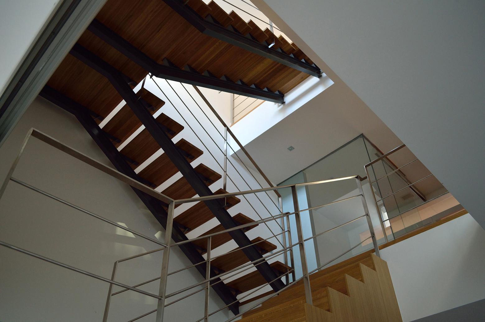 Varios pisos de escaleras