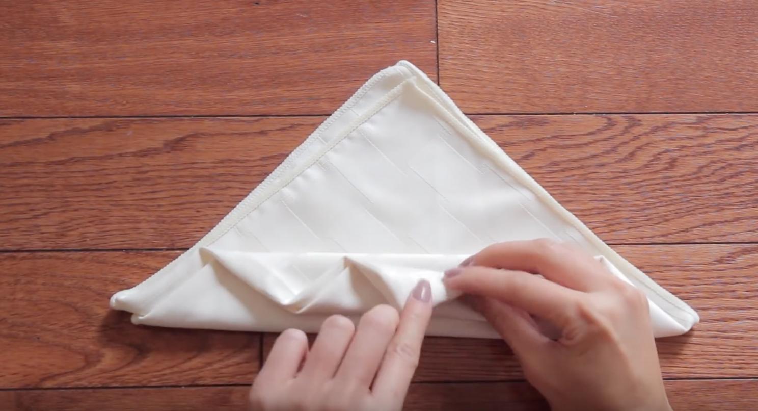 como doblar servilletas en forma de rosa