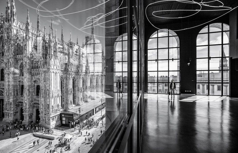 Concurso foto arquitectura. La plaza Duomo vista desde el piso 900 del Museo Arengario, en el Palacio dell'Arengario (Milán)