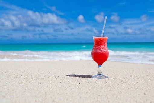 playa coctel tropical paradisíaca