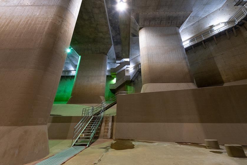 kasukabe_cavern_stairs