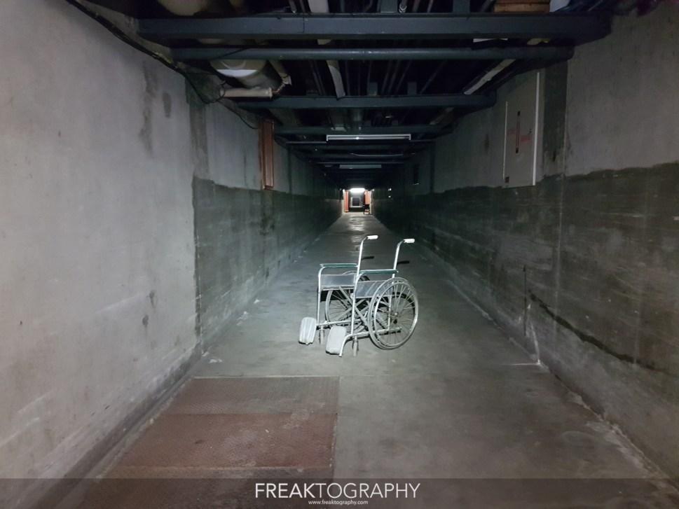 miedo pasillo silla de ruedas abandonado