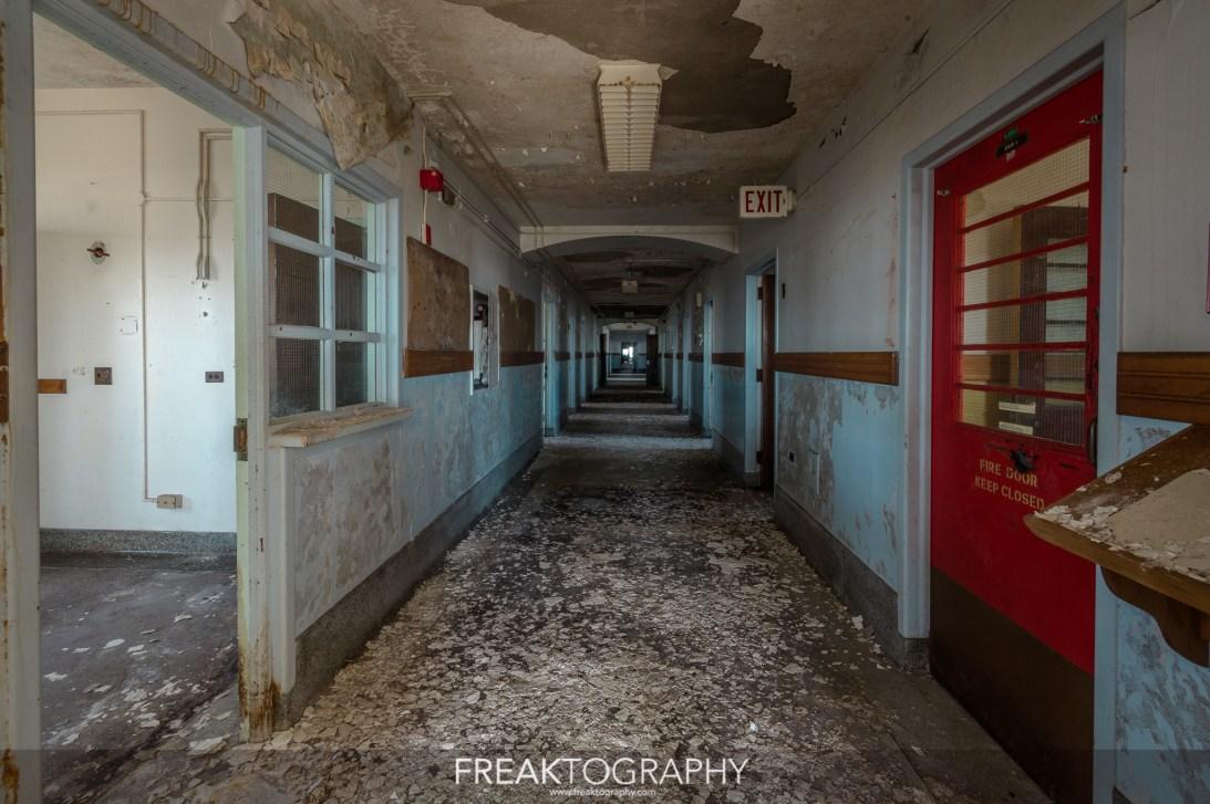 pasillo lugubre hospital abandonado