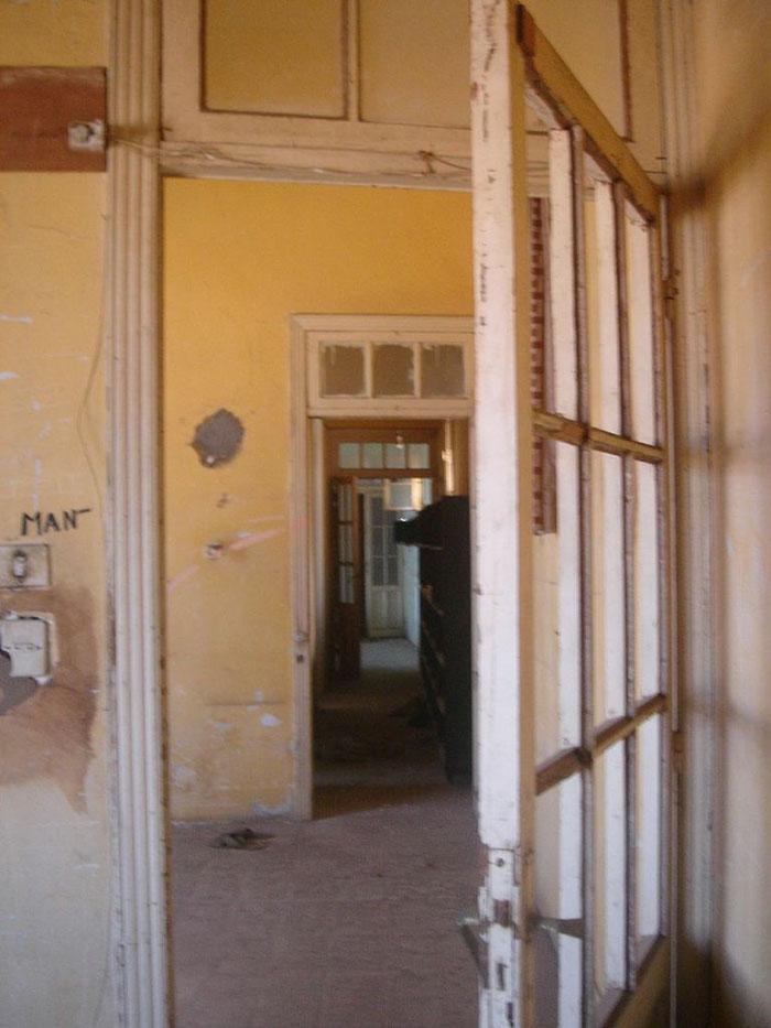 interior el rencor estrecha casa puerta