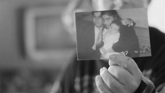 fotografía blanco y negro foto familiar sindrome de down bebe familia