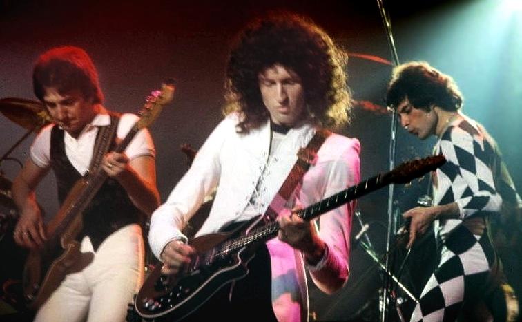 Queen en un directo de New Haven en 1977. (Wikipedia)