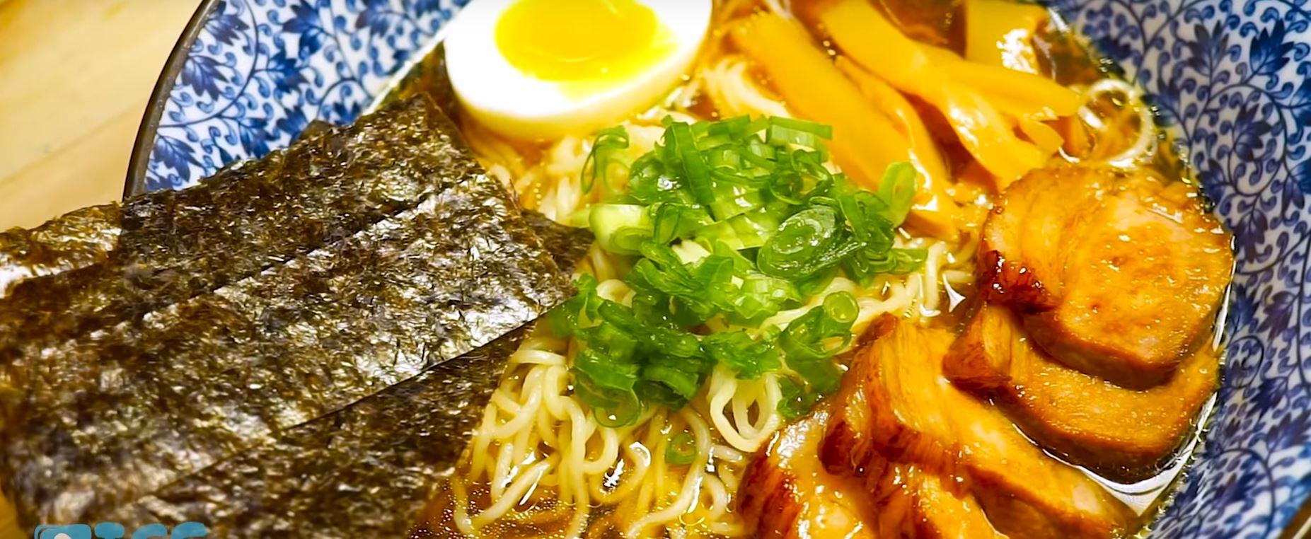 ramen toppings plato completo tradicional japonés
