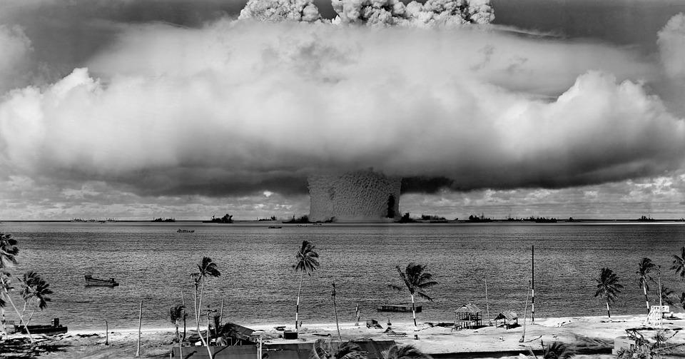 hongo nuclear armas blanco y negro pruebas