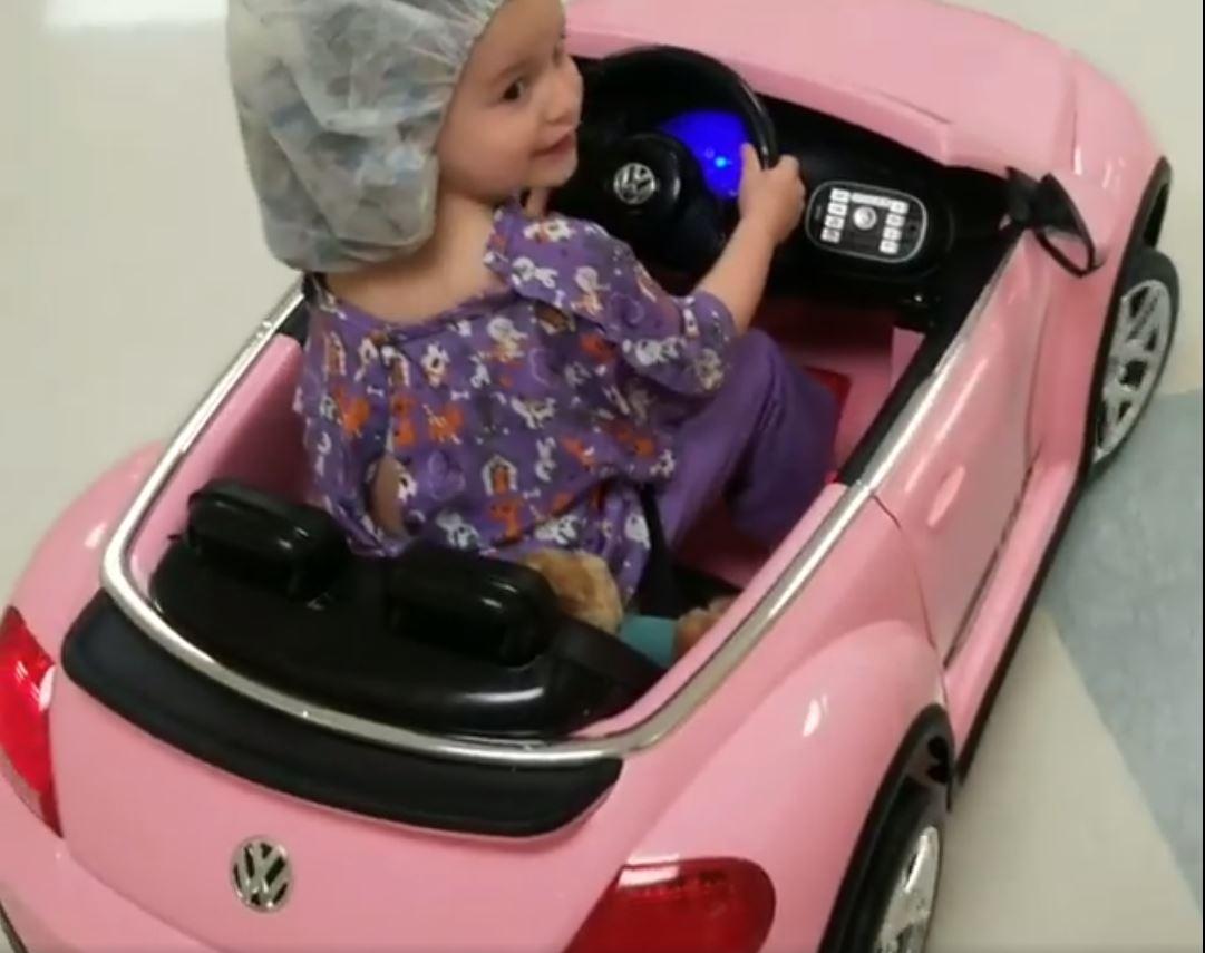 hospital niña quirófano escarabajo rosa sonrisa felicidad medicina pediatría