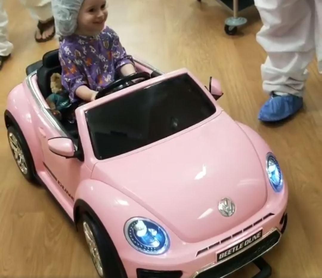 quirófano niña escarabajo rosa médicos medicina pediatría