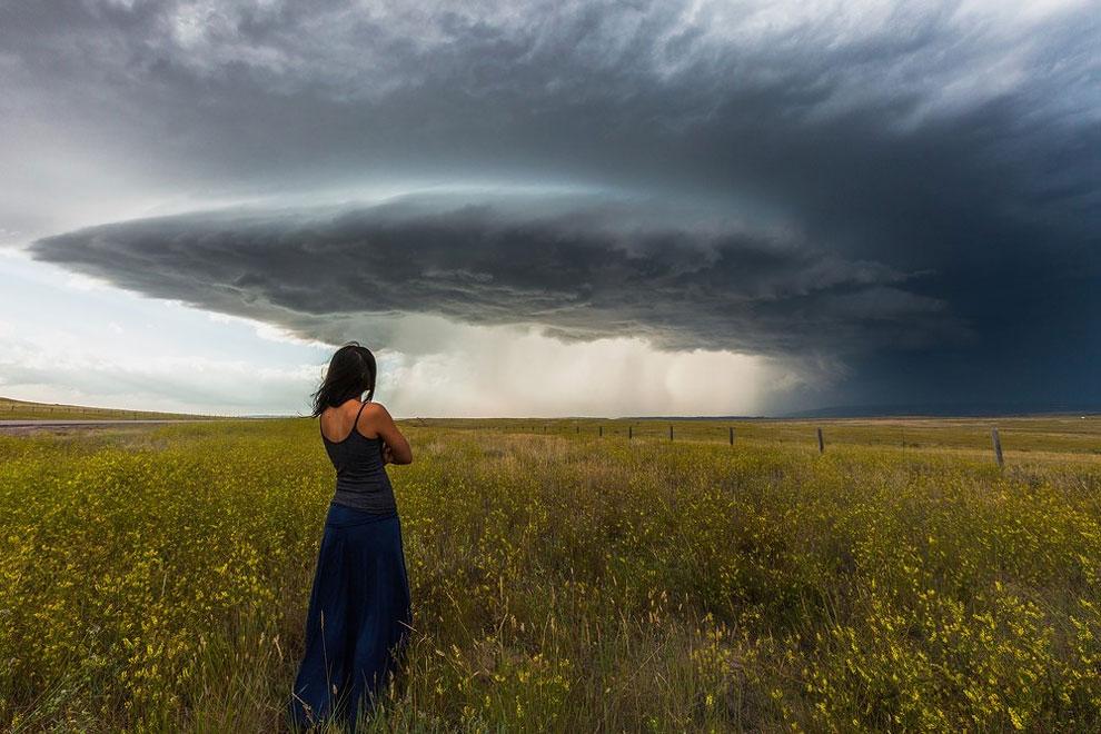 mujer tormentas