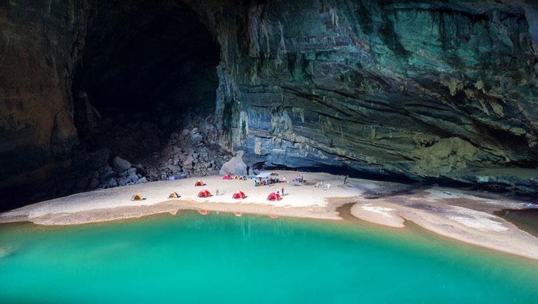 playa en la cueva de hang en