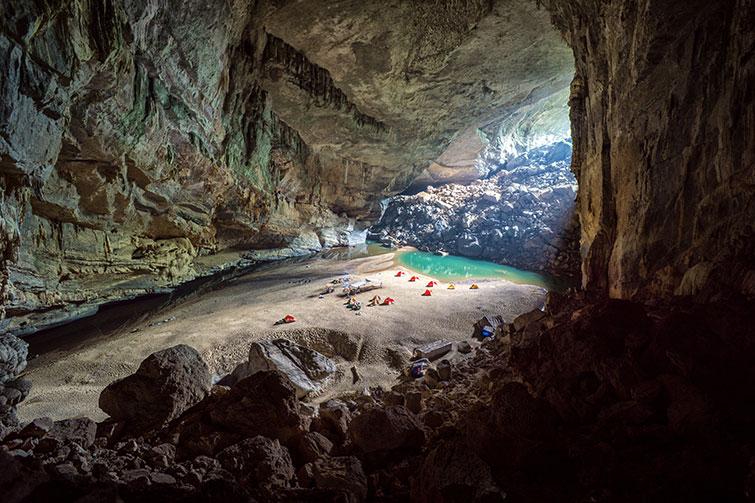 interior de una de las cuevas más grandes del mundo