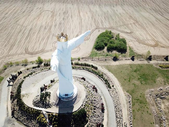 estatua de cristo gigante antena