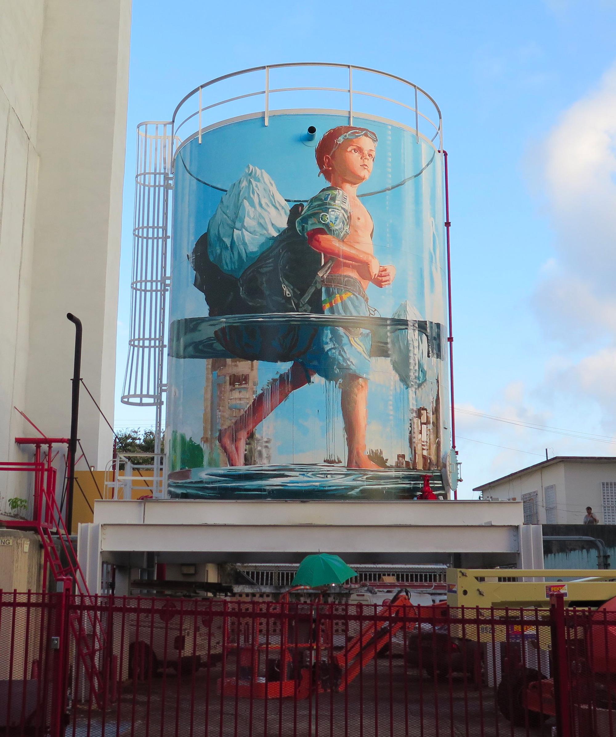 graffiti niño en un acuario