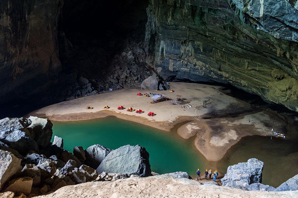 playa en cueva acampada