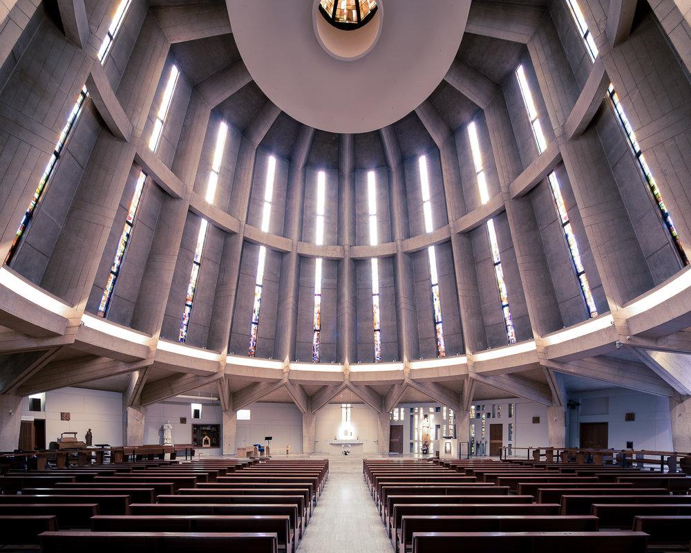 iglesia moderna cúpula