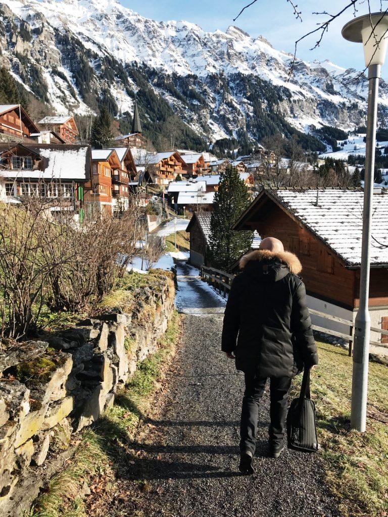 pueblo alpes camino