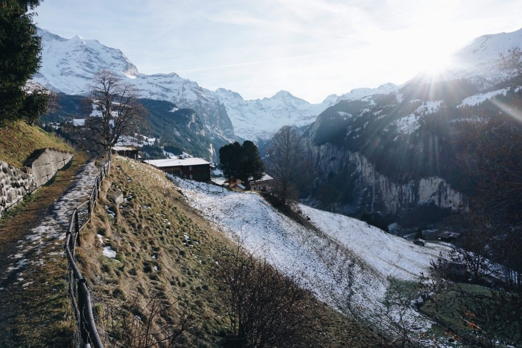 pueblo alpes nieves