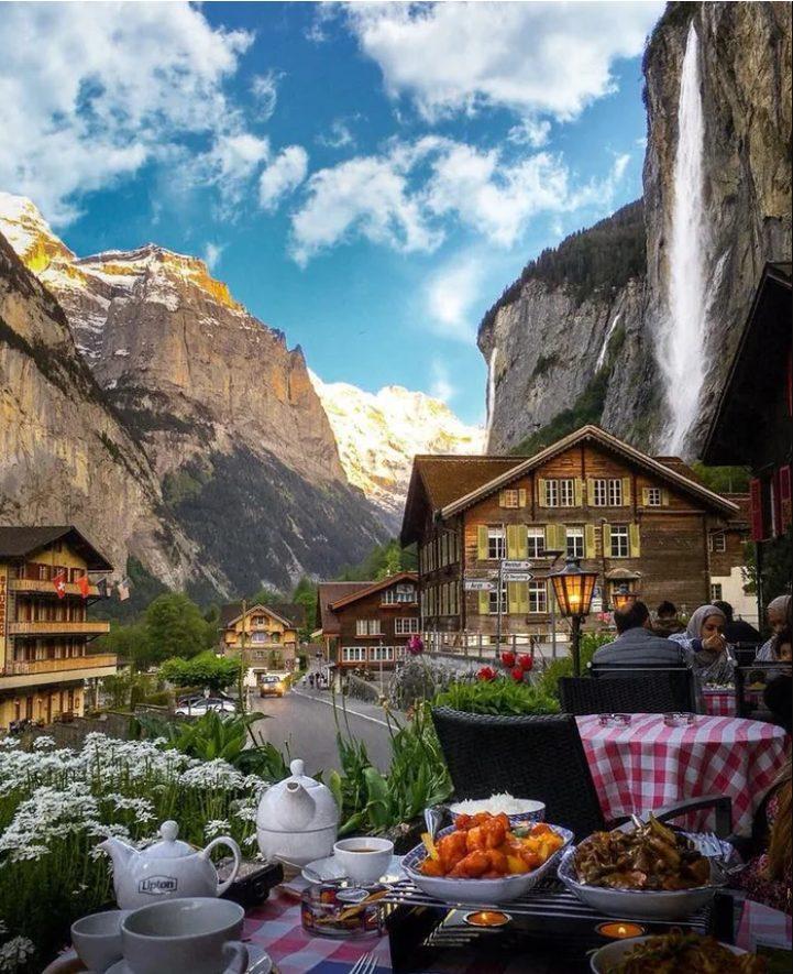 montaña cascada comida